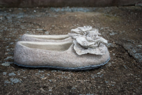 Felted Cashmere/natural sheep wool slippers Women home shoes Gray White bridal slippers with flowers set