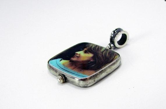 Photo Pendant, Custom Photo Jewelry, Personalized Keepsake Jewelry - Medium - FP2HRf-O