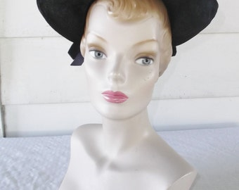 1940s Vintage Black Synthetic Straw Hat from Gage Size 22