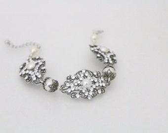 Bridal bracelet, Crystal bracelet, Wedding jewelry, Swarovski bracelet, Vintage bracelet, Bridal jewelry, Pearl bracelet, Cuff bracelet