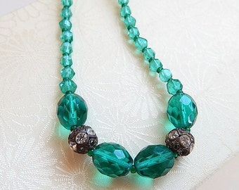 Vintage emerald glass beaded choker necklace