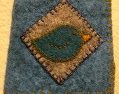 Appliqued birdie needle case of pure wool