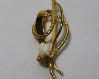 Vintage Gold Tone Flower Bud Brooch