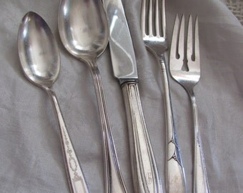 Assorted Pattern SIlver Plate 5 Piece Setting - Teaspoon Tablespoon Dinner Salad Fork Knife (07A)