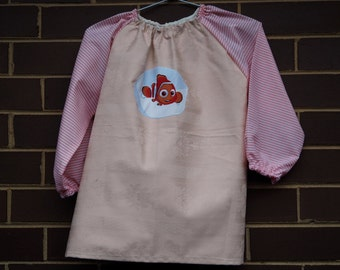 Kids long sleeve art smock, craft apron for small child age 3 to 4. Nemo.