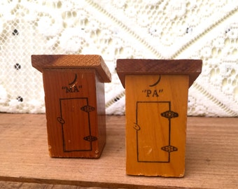 SALE: Vintage Yellowstone Ma + Pa Outhouse Salt & Pepper Shakers