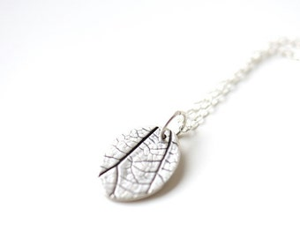 Oval leaf pendant with raspberry leaf pattern, minimalist necklace, gardeners gift, solid silver oval pendant