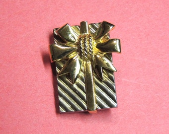 Christmas Brooch Pendant, Vintage Jewelry