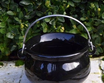 Let's sit a spell  - Mini vintage black ceramic cauldron - perfect to hold magickal spell blends & curios