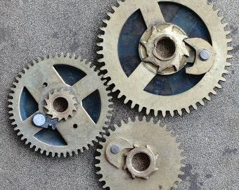Vintage clock brass gears -- set of 3 -- D4