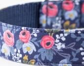 Les Fleurs Rosa Flora Navy Dog Collar - Rifle Paper Co.