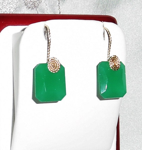 22 cts China Green Jade gemstones, 14kt yellow gold Pierced Earrings