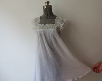 Vintage '50s Sheer Accordion Pleated Chiffon Lace Babydoll Peignoir, M