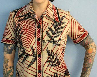 Womens Vintage 1970s Top // Geometric Blouse // 70s Chic // Button Up