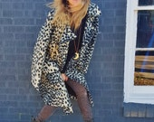 retro mid century animal print walking coat mod bohemian 1960s 1970s hippie hipster rock and roll car coat leopard print cheetah print coat