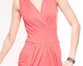 sleeveless dress. with pockets. draping at the waist