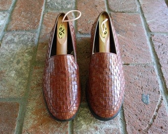 Vintage Womens 8.5 Cherokee Slip On Brown Leather Loafers Loafer Woven Braided Huarache Moccasins Boho Hippie Gypsy Hipster Preppy Summer