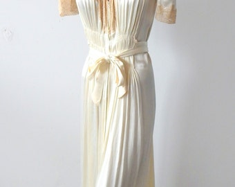 1930s-1940s Vintage Satin Robe Dressing Gown Sz M