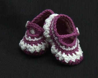 Crocheted Mary Jane baby shoes  hot pink and white in colour.
