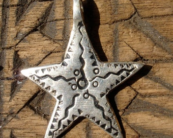 Moroccan hand engraved star pendant with wavy lines design