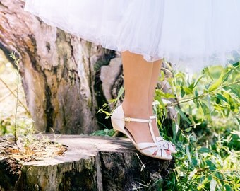 Wedding day sandals / bridal sandals / chic vegan sandals / beautiful low heel shoes / pearl coloured sandals / well designed & comfortable