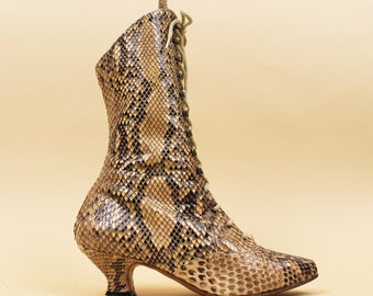 70s 80s Vtg Genuine SNAKESKIN Python Lace Up Victorian Style Ankle Boots / Jean Gaborit Pointy Western Boho Fetish Glam Couture 6.5 Eu 36 37