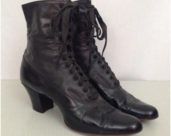 Antique Early 1900s Black Leather Lace Up Edwardian Boots / Women's 5.5 Narrow / Ankle Boots Victorian Steampunk