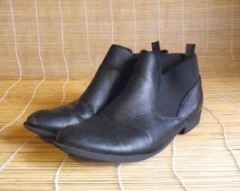 Vintage Lady's Black Faux Leather Ankle Boots Size: EUR 40 / US Woman 9 / UK 6