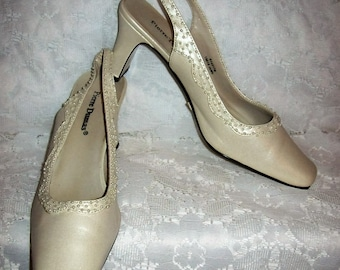 Vintage Ladies Pearl White Slingbacks w/ Pearl Accents by Pierre Dumas Size 7 Only 7 USD