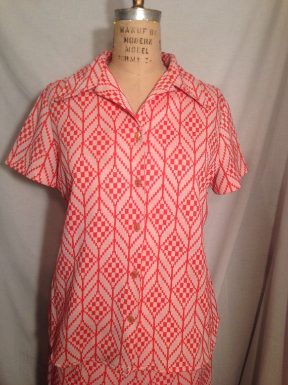 Vintage 70s White and Coral Abstract Polyester Shirt and Pant Leisure Suit Size 18 t6