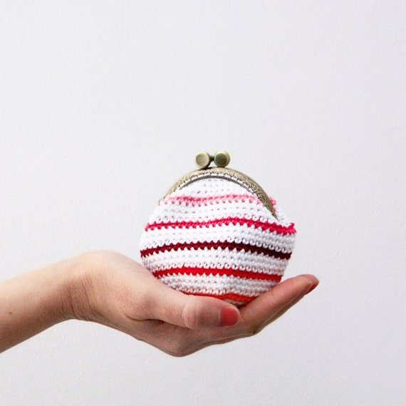 Crochet Quarter Keeper : Crochet coin purse, red mix stripes, striped coin purse, kiss lock ...