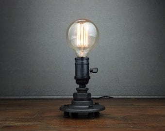 Minimalist Desk Lamp - Industrial Table Lamp - Edison Bulb Lighting