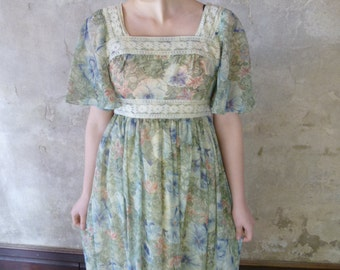 1960s Soft Prairie Maxi Dress, Long Floral Print Hippie Prairie Dress With Lace