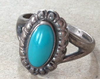 Sale - Vintage Native American Sterling Silver & Turquoise Ring - Size 7