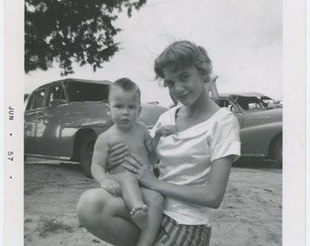 Young Mom: Robyn & Judy Sapp, Oklahoma 1957 Vintage Snapshot Photo [65457]