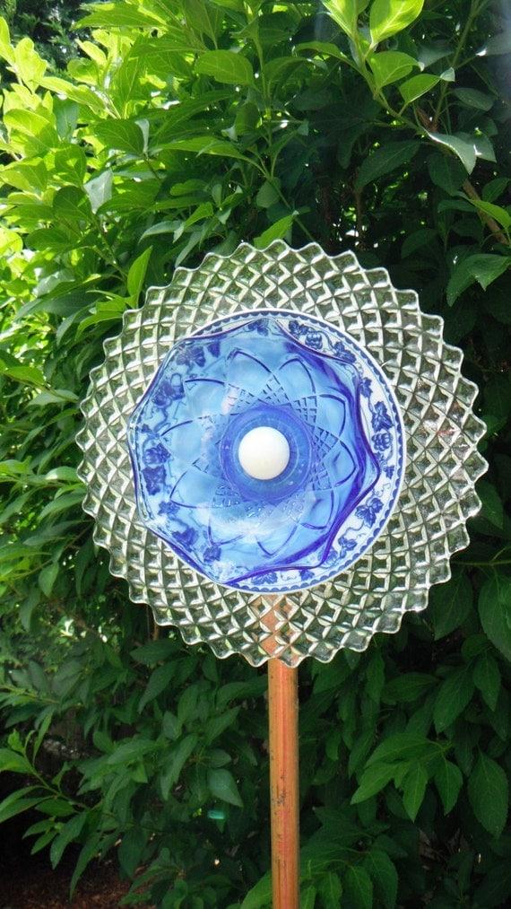 Glass garden art garden totem recycled glass yard art glass - Recycled glass garden art ...
