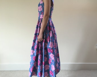 Vintage 1980s Laura Ashley 1950s Style dress with iconic Rose print detail, sweetheart neckline and full skirt.