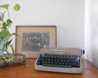 Remington Travel-Riter Portable Typewriter with Carrying Case - not working
