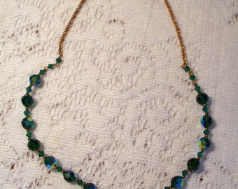 NECKLACE - Emerald green glass crystal beads on