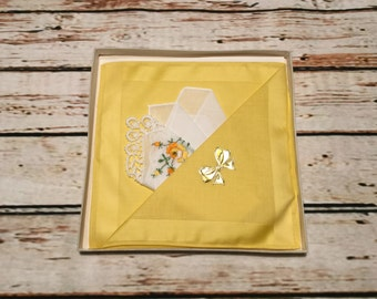 Handkerchief Embroidered with Flowers . Vintage Cotton Ladies Hankie . White Cotton Handkerchief Embroidered . Vintage Hankie .