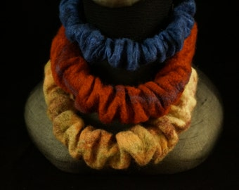 Necklaces in felt material