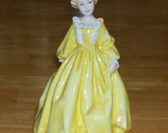Vintage Figurine Royal Worcester Grandmothers Dress 3081 Yellow ca.1961 Freda Doughty collectibles English bone china decorative home decor