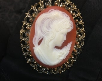 1940's Carved Shell Cameo, Vintage Authentic Shell Cameo, 50's Cameo Brooch , 1940's Old Hollywood Jewelry, Vintage Lady Cameo, 1950's Cameo