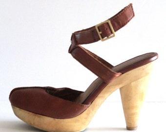 80's Vintage Seychelles Tan Leather + Wooden Heel Strappy Sandal