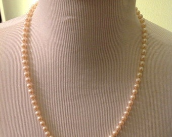 Vintage Faux Pearl Necklace, Wonderful condition, Dressy and Classy