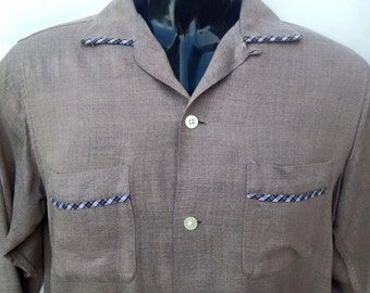 Vintage 1950s Mid Century brown & checked long sleeved US American men's shirt. Rockabilly, Elvis style.