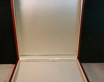 Necklace box in a beautiful Mahogany colour