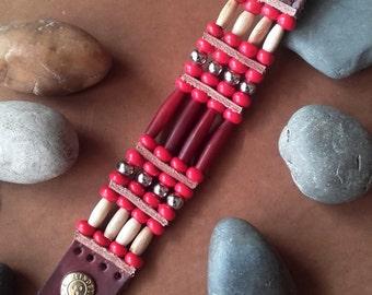 Indian bracelet bones and red horn 4 rows    ref: B 173