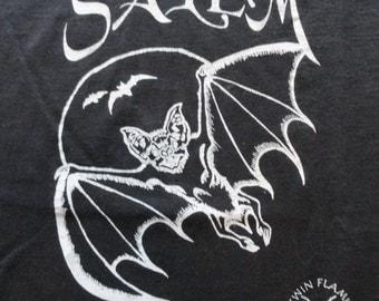 vintage Salem t-shirt / vintage vampire bat shirt / Salem, MA / vintage 1990s shirt / Large