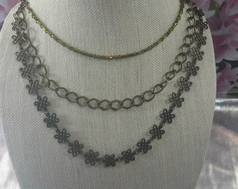 Beauty with chains necklace